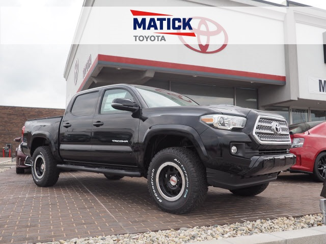 new 2017 toyota tacoma trd sport 4d double cab near mt clemens mi t170009 matick toyota. Black Bedroom Furniture Sets. Home Design Ideas